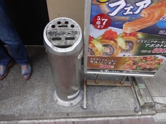 美登利寿司前灰皿