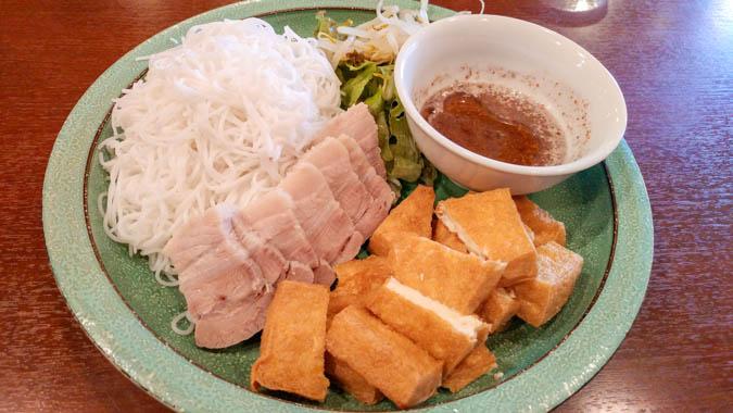 揚げ豆腐とビーフン