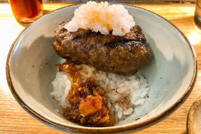 ご飯とハンバーグ